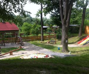 obrovské dětské hřiště